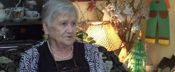 Gjyshja e cila kthen riciklimin  në art