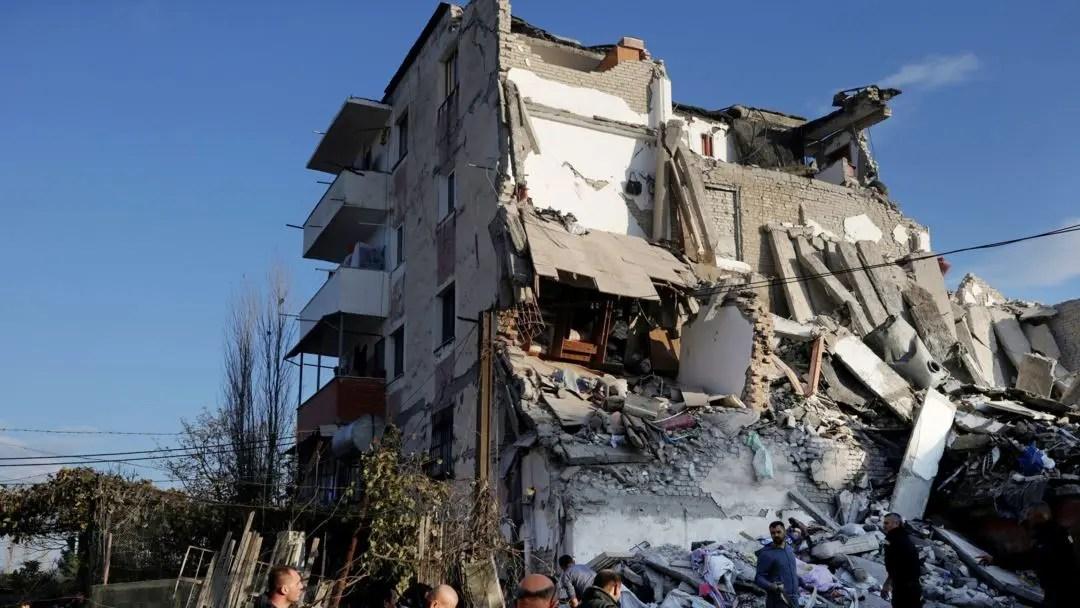 Prej muajsh pa shtëpi nga tërmeti/ Gjimnazistja, dua të bëhem avokate për të mbrojtur të drejtat e njerëzve në nevojë