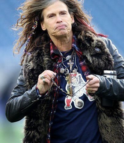 "Photo of Steven Tyler ""Sings"" The National Anthem"