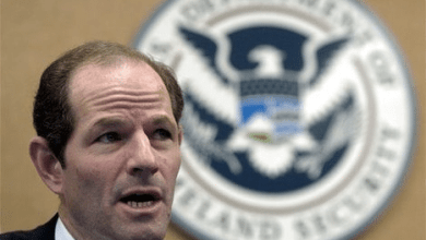 Photo of Eliot Spitzer Comeback May Cost Marriage