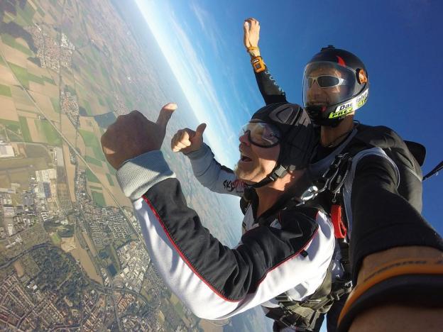 parachute-1702689_960_720.jpg