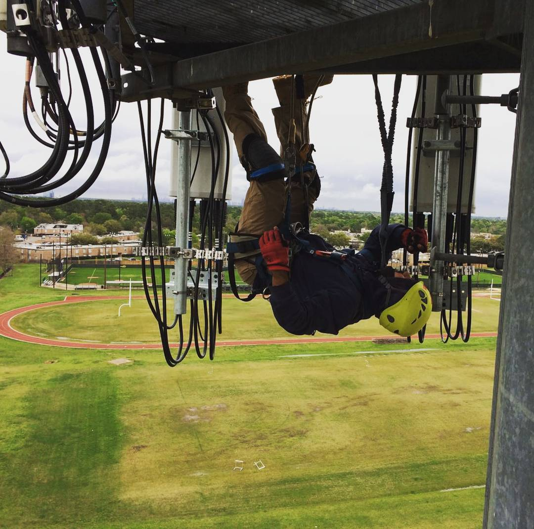 52 Nerve-Wracking Tower Climbers Photos During Work