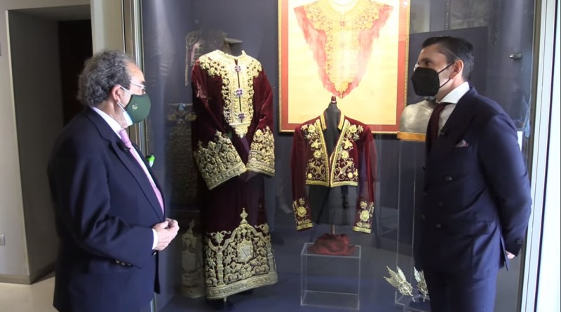 Diego Ventura dona a la Hermandad de la Macarena el traje de su encerrona en Huelva