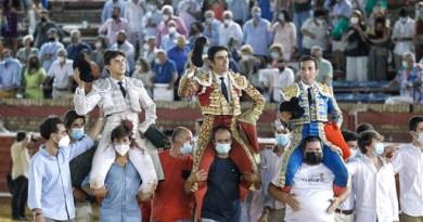 Todos a hombros y un indulto en el histórico cierre de las Colombinas de Huelva