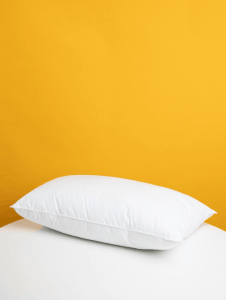 3 Quick Tips on How to Fluff a Pillow 1