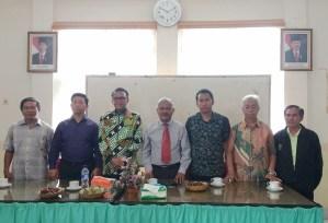 Kunjungan Prof. Nurdin Abdullah di Tongkonan Sangullele