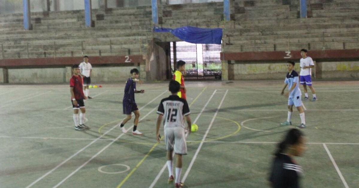 Tim Futsal AFK Torut memantapkan persiapannya di GOR Rantepao, Toraja Utara.