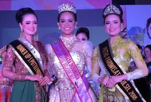 Agnes (kiri) berhasil meraih gelar Putri Pariwisata Sulawesi Selatan 2018.