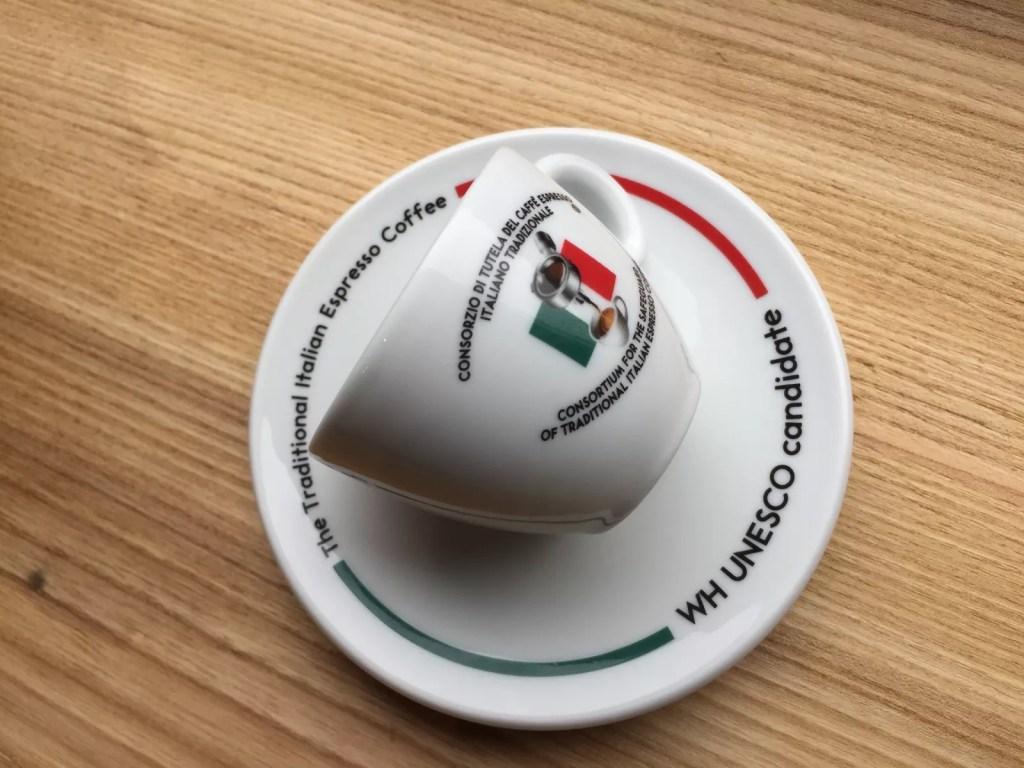 Итальянцы решили рассказать всему миру правду о эспрессо