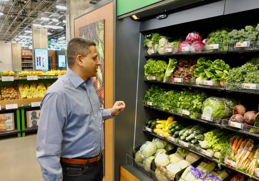 Amazon Go Grocery вкалывают роботы, счастлив человек