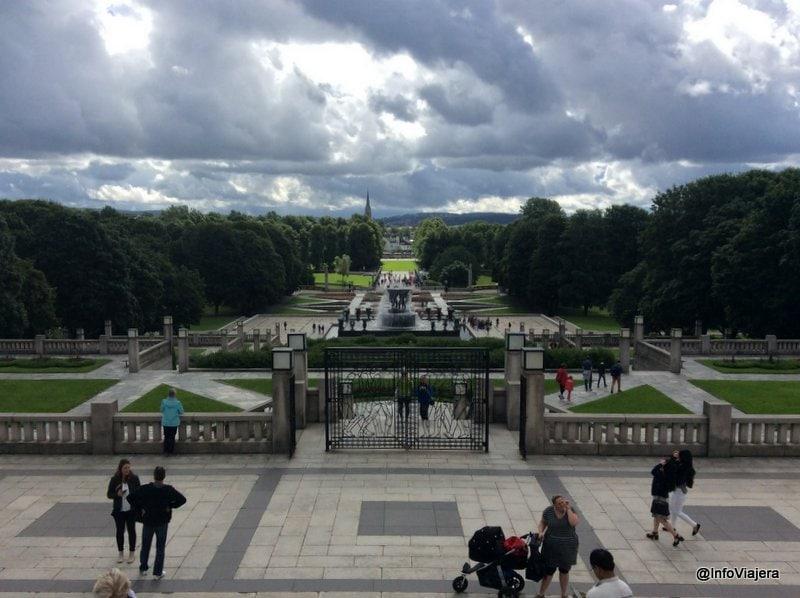 Oslo_Parque_Monumento_Vigeland_Monolito