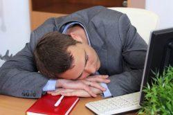 Хочется спать на работе - что делать? Как себя взбодрить
