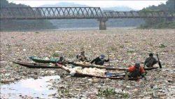 Самая грязная река в мире - Цитарум в Индонезии