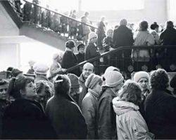 Очереди в СССР. За какими товарами в Советском Союзе стояли в самых больших очередях