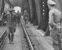 Офицер Красной Армии в плену у немцев : что обязан был сделать, если он попадал в плен