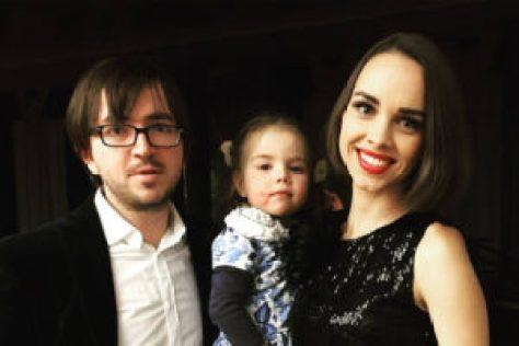 Женя Отрадная с дочерью и мужем Евгением