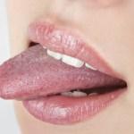 Чешется язык: к чему этот зуд? Приметы