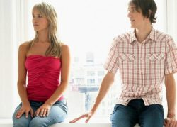 Почему девочкам не нравятся слишком хорошие мальчики, а влюбляются они в плохих парней?