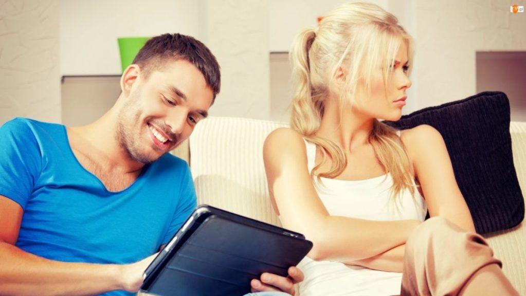 ваш мужчина изменяет вам в онлайне
