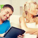 Ваш мужчина изменяет вам в онлайне: признаки, по которым можно это понять