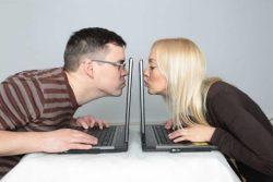 Ваш мужчина флиртует в соцсетях с другими женщинами: как реагировать и что делать? Скандалить или игнорить?