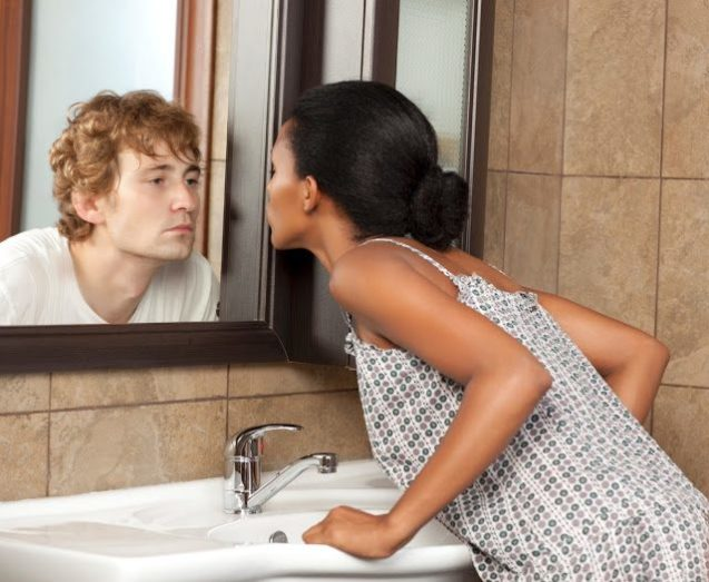 Почему в зеркало нельзя смотреться вдвоем