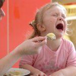Ребенок не хочет есть: что делать? Причины отказа детей от приема пищи