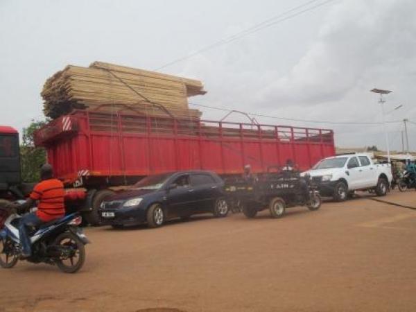 Délestage à Tanghin, secteur 17 de Ouagadougou: Un camion remorque en surcharge en est la cause