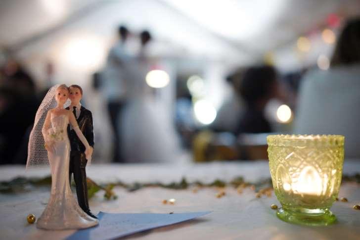 Une Américaine offre le banquet de son mariage à des sans-abris