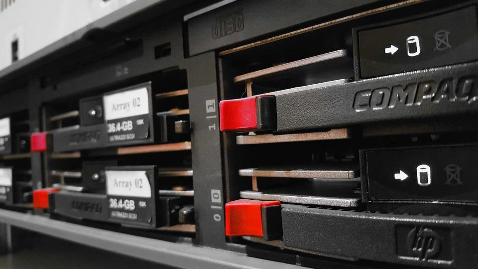 https://i0.wp.com/infoway.pl/wp-content/uploads/2019/05/Co-powinno-znaleźć-się-w-profesjonalnej-serwerowni.jpg?fit=960%2C540&ssl=1