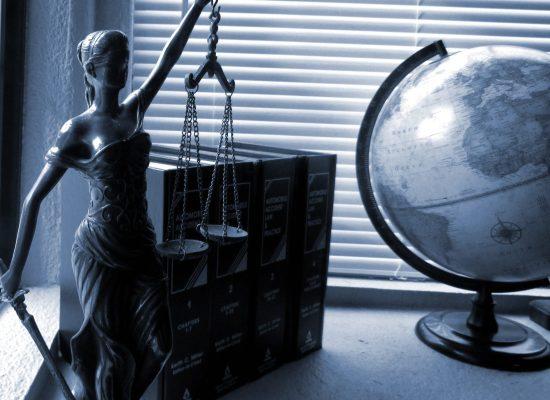 O escritório paranaense Küster Machado Advogados Associados é um dos mais modernos e bem estruturados escritórios de advocacia do Brasil. Fundado em Curitiba em 1989, hoje o Küster Machado conta com unidades em Londrina, Santa Catarina (Florianópolis e Blumenau), São Paulo, na Suécia e na China.