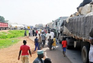HAPPENING NOW: Kaduna-Abuja highway blocked over this