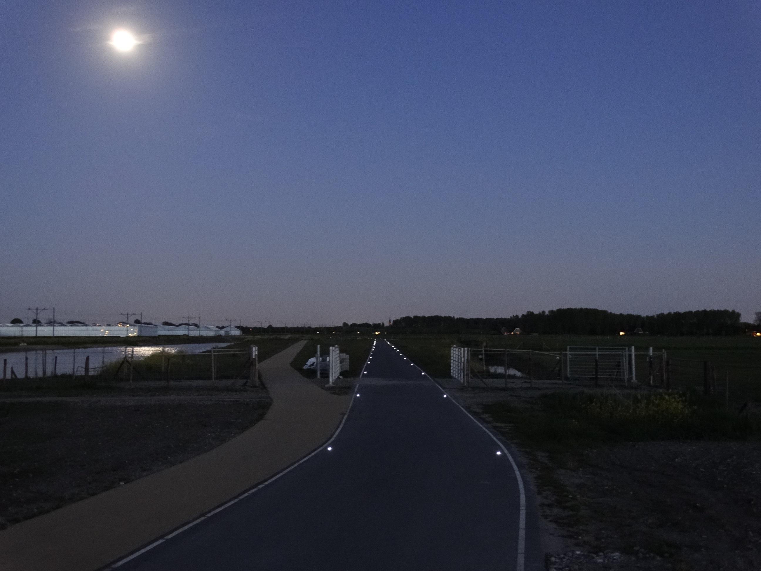 Solar wegdekreflector