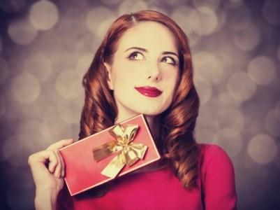 vestire-di-rosso-a-natale-look-prezioso-gioielli