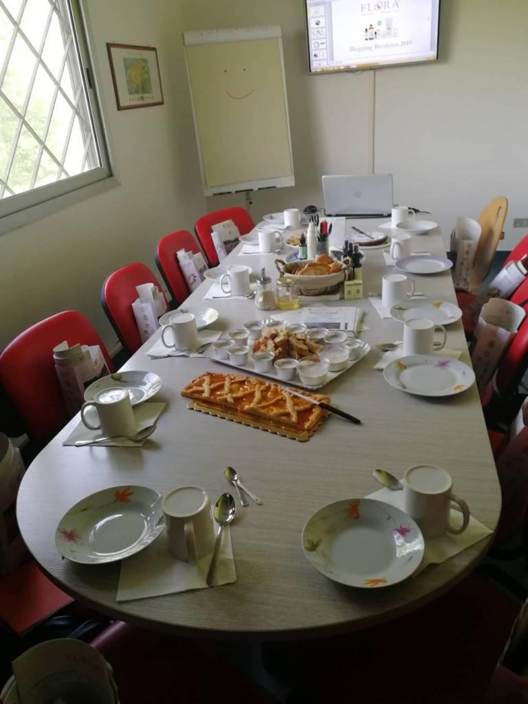 tavolo con colazione blogging breakfast