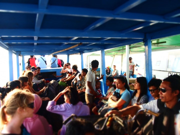 bangsal-harbour-gili-islands-public-boat