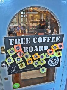 Free Coffee Board Black Sheep Coffee kahve askıda Londra London