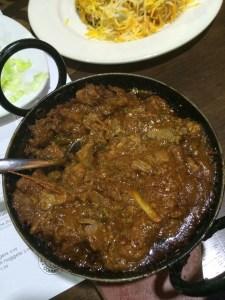 Hint yemeği Spice Village Londra curry soslu yağlı yemek köri baharat baharatlı acılı et