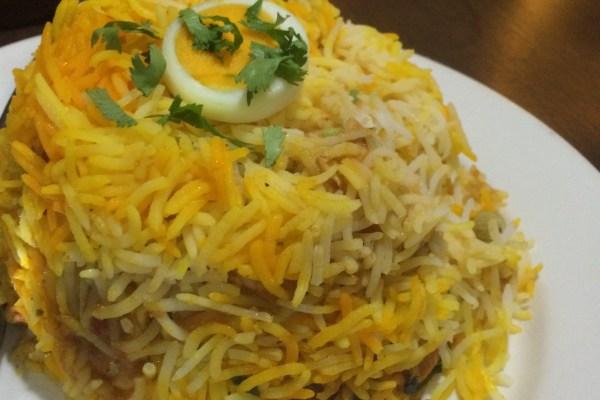 Hint yemeği biryani Spice Village Londra tavuklu pilav acılı curry soslu yağlı yemek köri baharat baharatlı