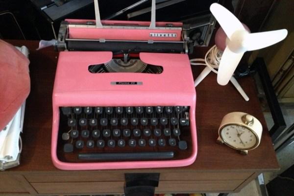 pembe daktilo eski retro saat masa saati fan nostaljik nostalji