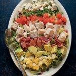 Como é uma Cobb Salad?