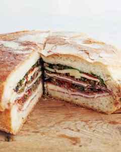 Como é o Muffuletta Sandwich?
