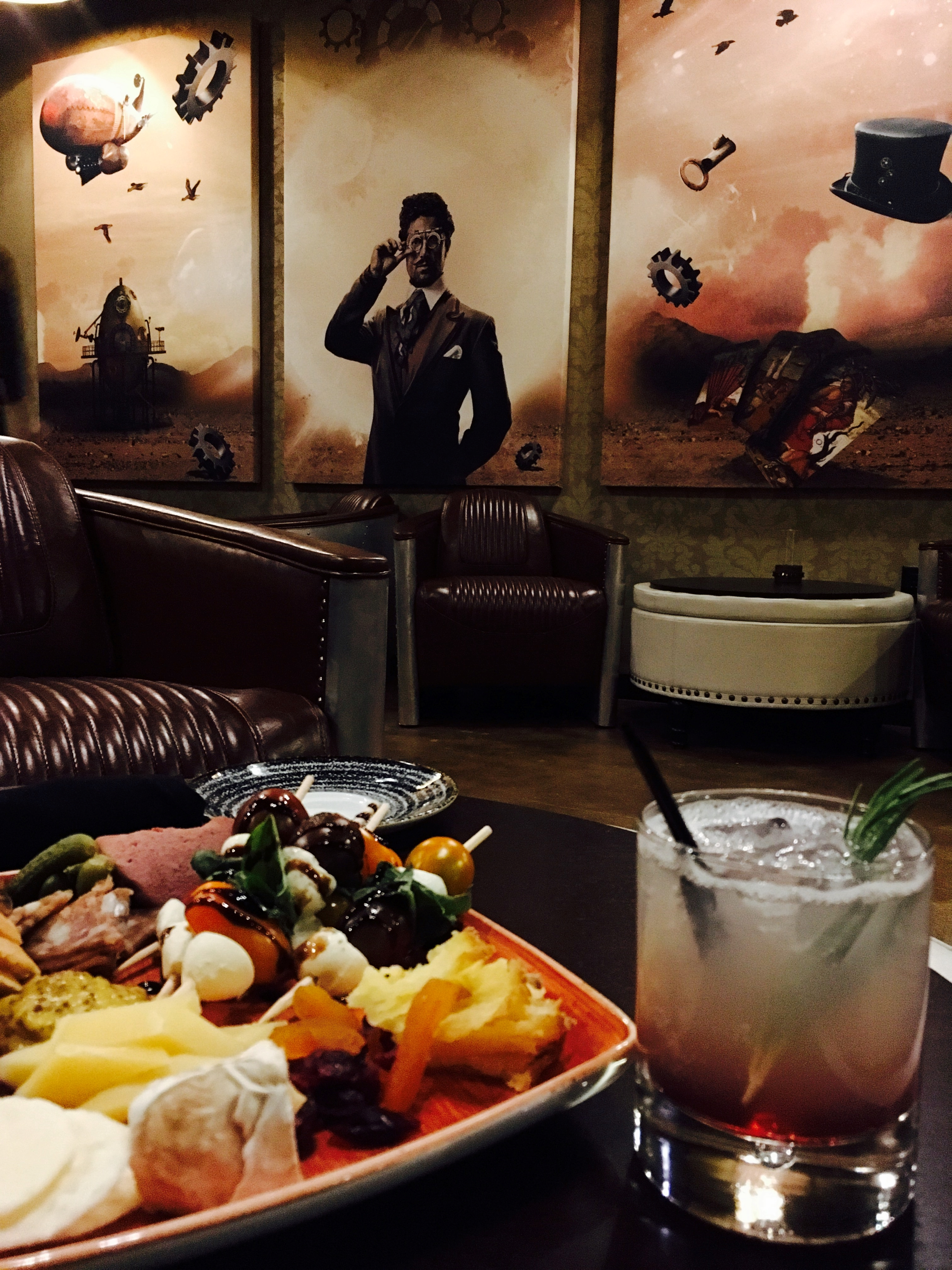 Solutions Lounge And Restaurant Featuring Escapology