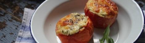 Tomates assados recheados com ricota e ervas