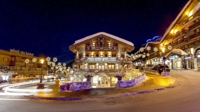 Slideshow_-_courchevel_1850_village_centre_1