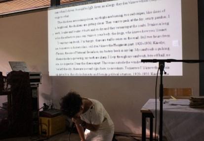"Kinga Tóth performt ""Mondgesichter"" (Foto: Julia Hauck)"