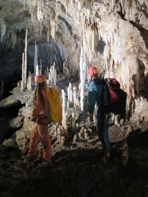 Antro delle grotte di Corchia per la raccolta di campioni per lo studio del cambiamento climatico