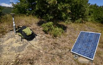 Una stazione GPS in acquisizione su un caposaldo della rete CA-GeoNet (Accumoli)