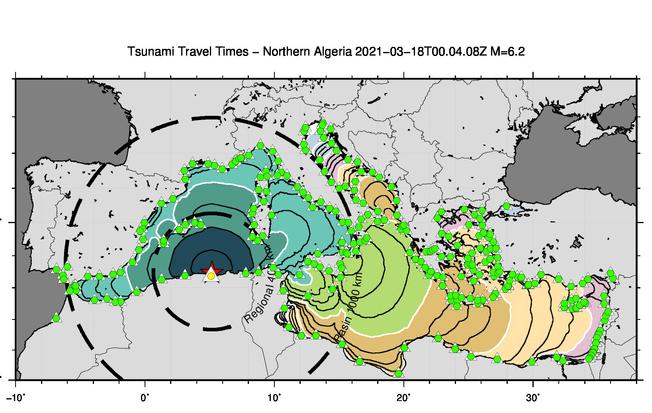 In figura sono osservabili i forecast-point (triangolini verdi e giallo), nei quali vengono stimati i livelli di allerta. I cerchi concentrici rappresentano i tempi di propagazione dello tsunami stimati nella simulazione rapida.