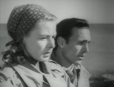 """Ingrid Bergman e Mario Vitale in una scena del film di Roberto Rossellini """"Stromboli, terra di Dio"""" (1950): : lei, una profuga lituana, sposa un povero pescatore strombolano per sfuggire alla detenzione in un campo di internamento italiano. https://it.wikipedia.org/w/index.php?curid=723209"""